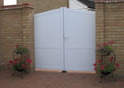 Double Executive Gate White Rear